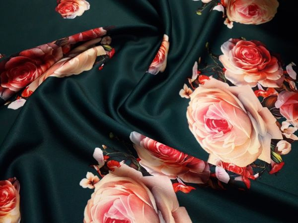 Трикотаж мис Мария розы фон тёмно зелёный