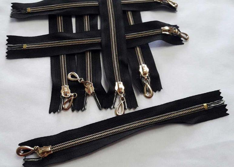 Молния карманка 18см спираль пластик, ткань цвет чёрный золото